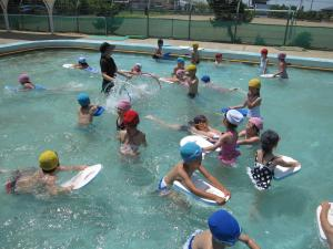 水遊び(みのり幼稚園)
