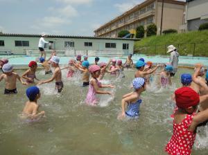 プール遊び(ゆたか幼稚園)