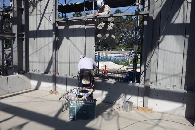 『h270922_公用車車庫倉庫棟外壁施工状況』の画像