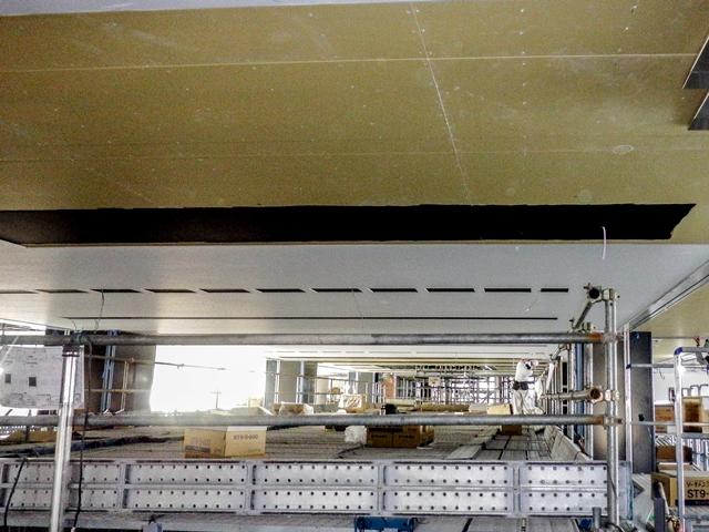 『h280105_庁舎棟2階吹抜部天井貼』の画像