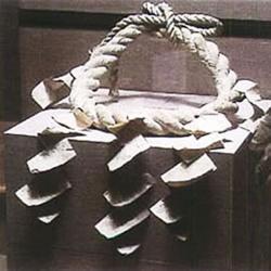稲妻雷五郎使用の化粧回しと横綱(共に複製品)。稲妻の横綱昇進は文政11年(1828)